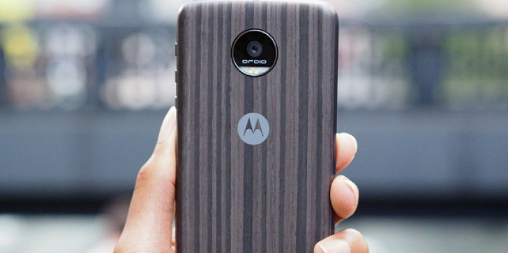 Motorola Moto Z, Moto Z Force & Moto Z Play Receive Two New Moto Mods; Android 7.0 Nougat update Introduces Daydream [ROUNDUP]