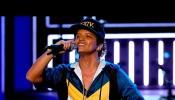 Bruno Mars - 24k Magic (Live at AMAs 2016)