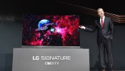 LG's OLED Tv Is Now Kicking Off by 2017; Sticking To Your Wall Like A Magnet!