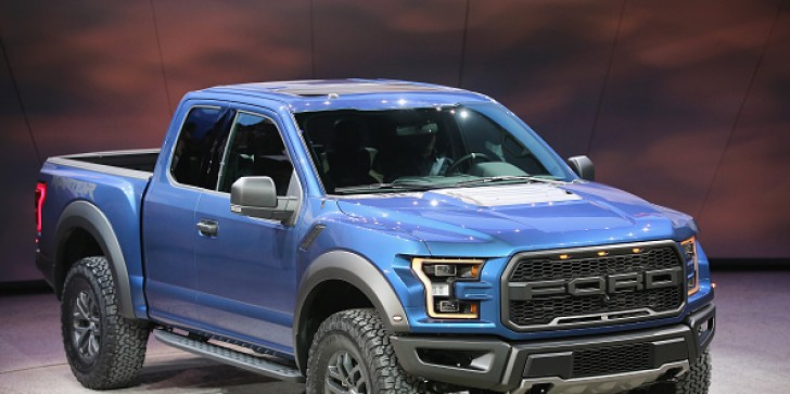 2017 Ford F-150 Raptor Can Plow Through Snow Like Never Before